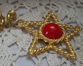 Vintage gold and red star pendant necklace
