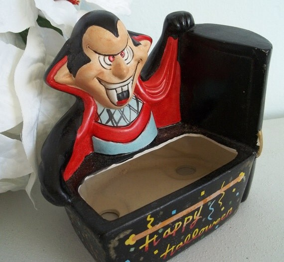 Vintage 1989 Design House count Dracula with coffin Halloween ceramic planter.Great for a venus fly trap
