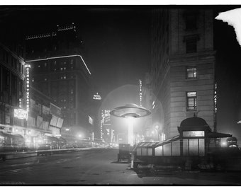 Digital Print, New York City, UFO, Times Square, Manhattan, geekery, flying saucer, alternate histories, New York