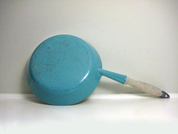 Vintage Le Creuset Skillet Pan, Aqua Blue, 1960s Mid Century Modern, Wood Handle, Retro Kitchen, Cooking, Caribbean Aqua, French, France