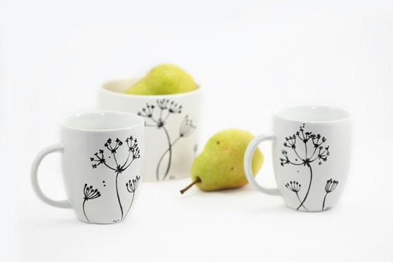 Hand painted mugs hand painted ceramic queen by sylwiaglassart for How to paint ceramic mugs at home