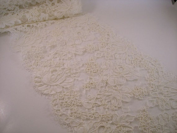 Remnant--Ivory Rose Pattern French Alencon Lace Trim--1&5/8 Yards