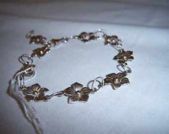 Ladies flower link bracelet in sterling silver .925