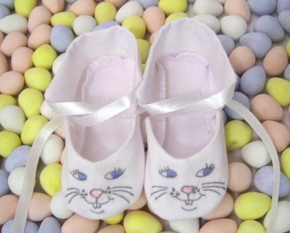Bunny Faces, hand embroidered baby shoes, bunny baby booties, Easter shoes size 3 to 6 mo.