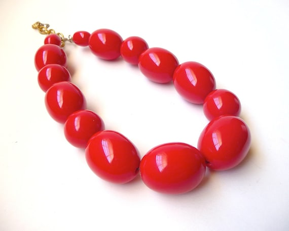 1980s Cherry Red Chunky Lucite Necklace