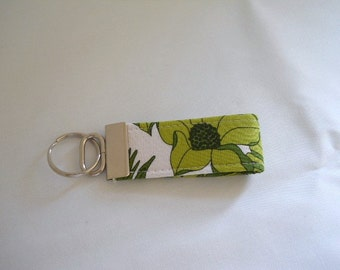 FREE SHIPPING ---- MINI Key Fob ---- Large Flower in Green