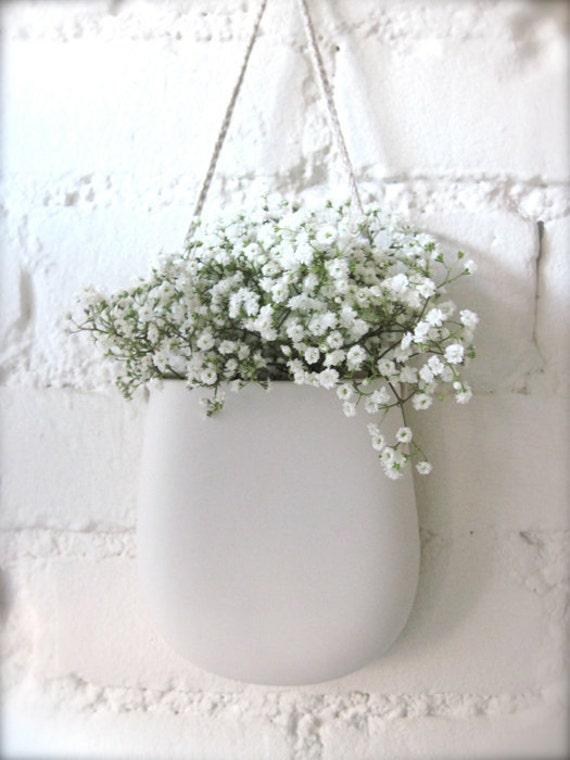 Simple White Porcelain Hanging Wall Pocket