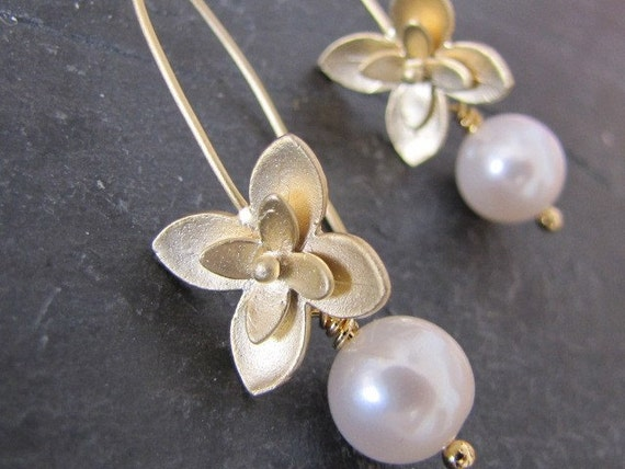 Flowers earrings in gold