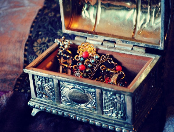 Vintage Japan Treasure Chest // Jewelry Box / Silver Tone