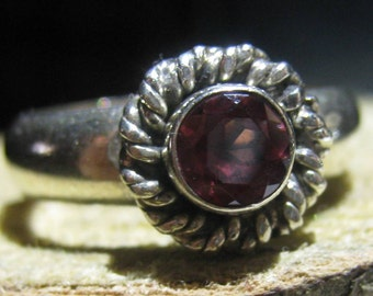 Classic Vintage Sterling Silver Flower Design Ring with Small Garnet Gemstone Ladies Ring Size 6 3/4