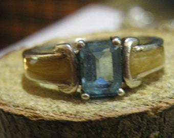 Classic Avon Sterling Silver Ring with Blue Topaz and Abalone Inlay Ladies Ring Size 8