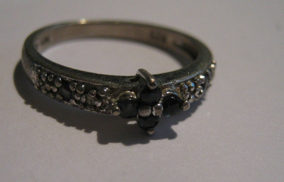 Vintage Antiqued 925 Silver Ring with Sapphire Gemstones in Flower Setting Ladies Size 6 1/2