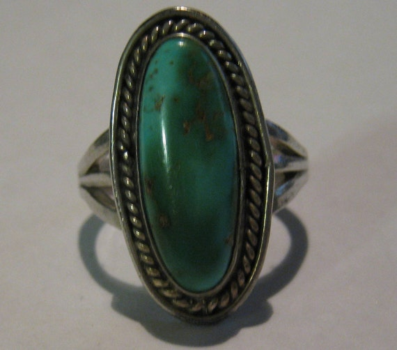 Vintage Old Pawn Sterling Silver Southwestern Native American Crafted Ring with Turquoise Gemstone Size 5 1/2