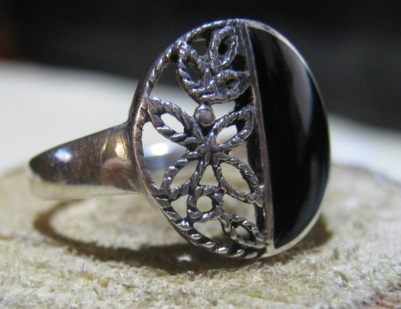 Vintage Sterling Silver Ring with Onyx and Butterfly Filigree Setting Ladies Ring Size 7 1/2
