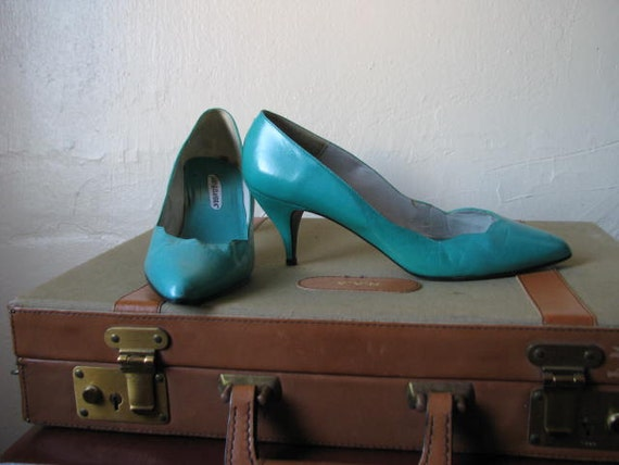 Vintage 1980s Turquoise Leather Pumps