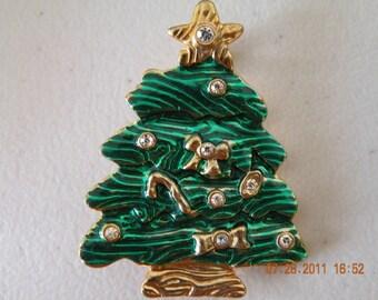20% off Christmas tree brooch pin. Gold plate, green enamel and rhinestones.