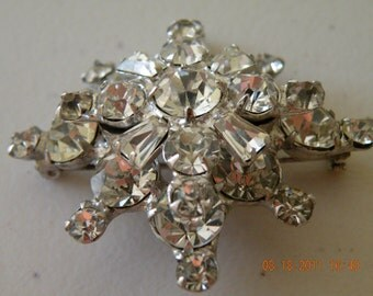 20% off Snowflake brooch pin. Clear rhinestones, silver plate. 3D.