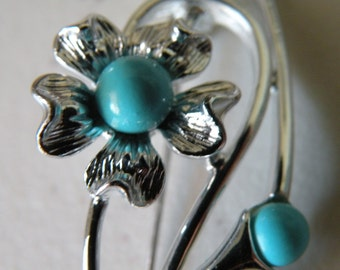 20% off Sarah Coventry blue flower brooch pin.