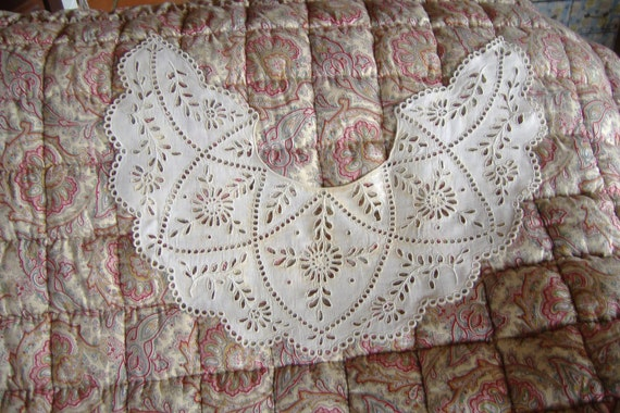 c1940 Gorgeous Handmade vintage French cutwork embroidery collar.