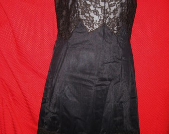 REDUCED - Vintage 60s Womens Gotham full slip, black Size 34 with box never worn