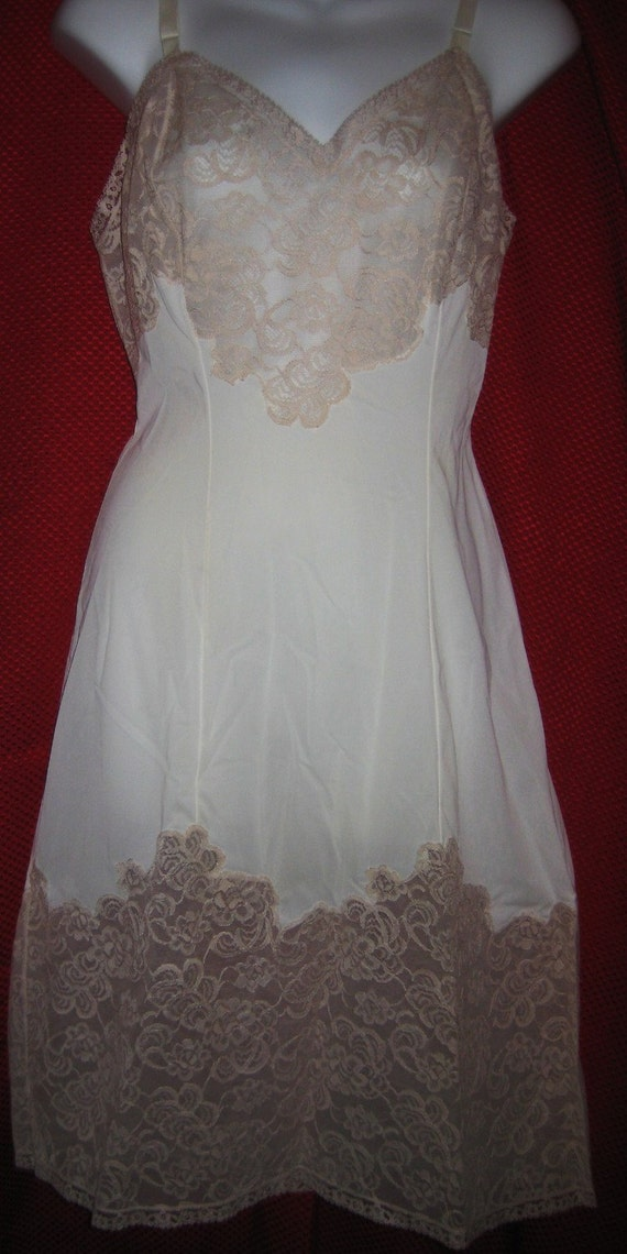 REDUCED -Vintage 60's Womens Sz 34 White/Beige full slip - Gotham w/box -Dressy -Sexy