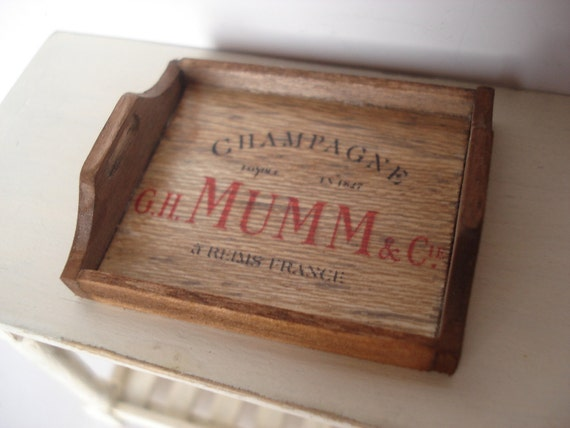 Miniature Mumm tray