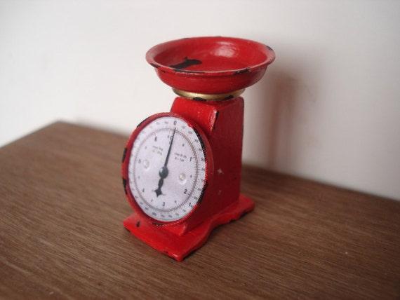Miniature scale