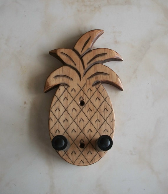 ukulele wall mount hanger hand carved pineapple brown. Black Bedroom Furniture Sets. Home Design Ideas
