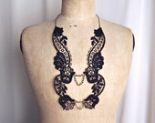 Lace necklace Dahlia black