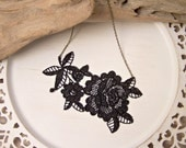 Peony lace necklace black
