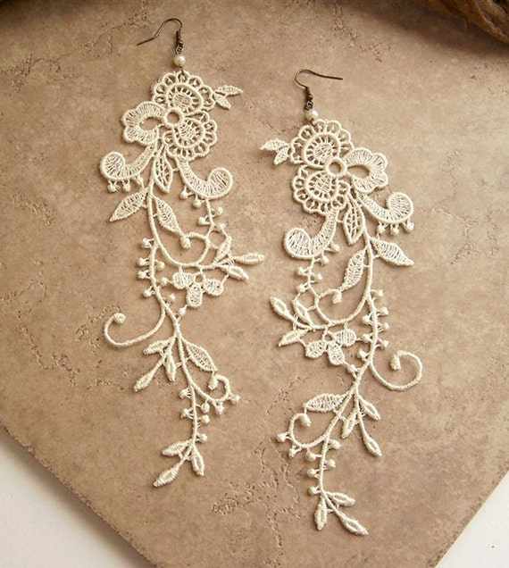 Wisteria ivory lace earrings