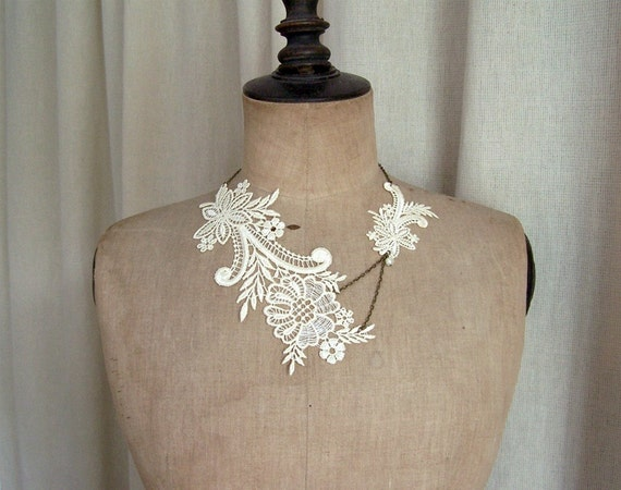Magnolia lace necklace ivory