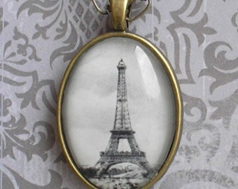 Paris Eiffel Tower pendant : Romantic and vintage style with brass chain