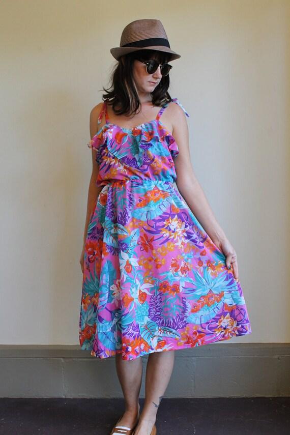 Floral Dress  /  Sundress  /  Day Dress  /  Vintage 70s  /  Medium Large