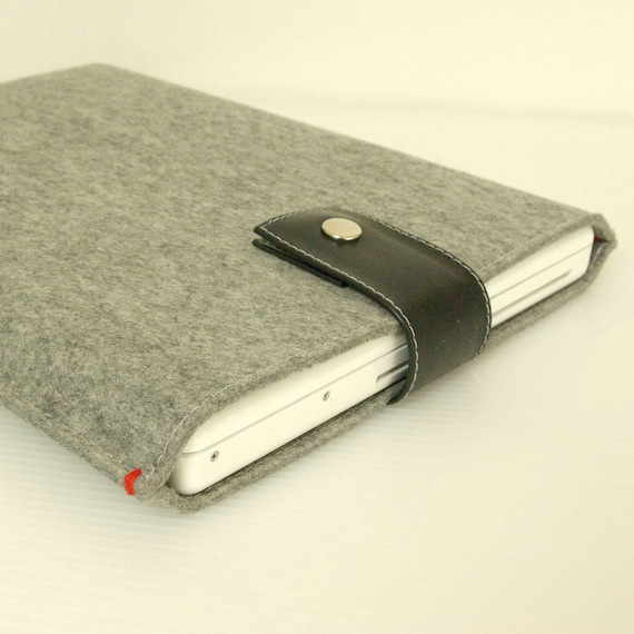 """MACBOOK SLEEVE 13"""" - Light Grey felt with black rubber or leather closure"""