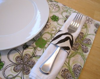 Pair of Reversible Placemats and Napkin Rings: Brown Zebra and Green Flowers