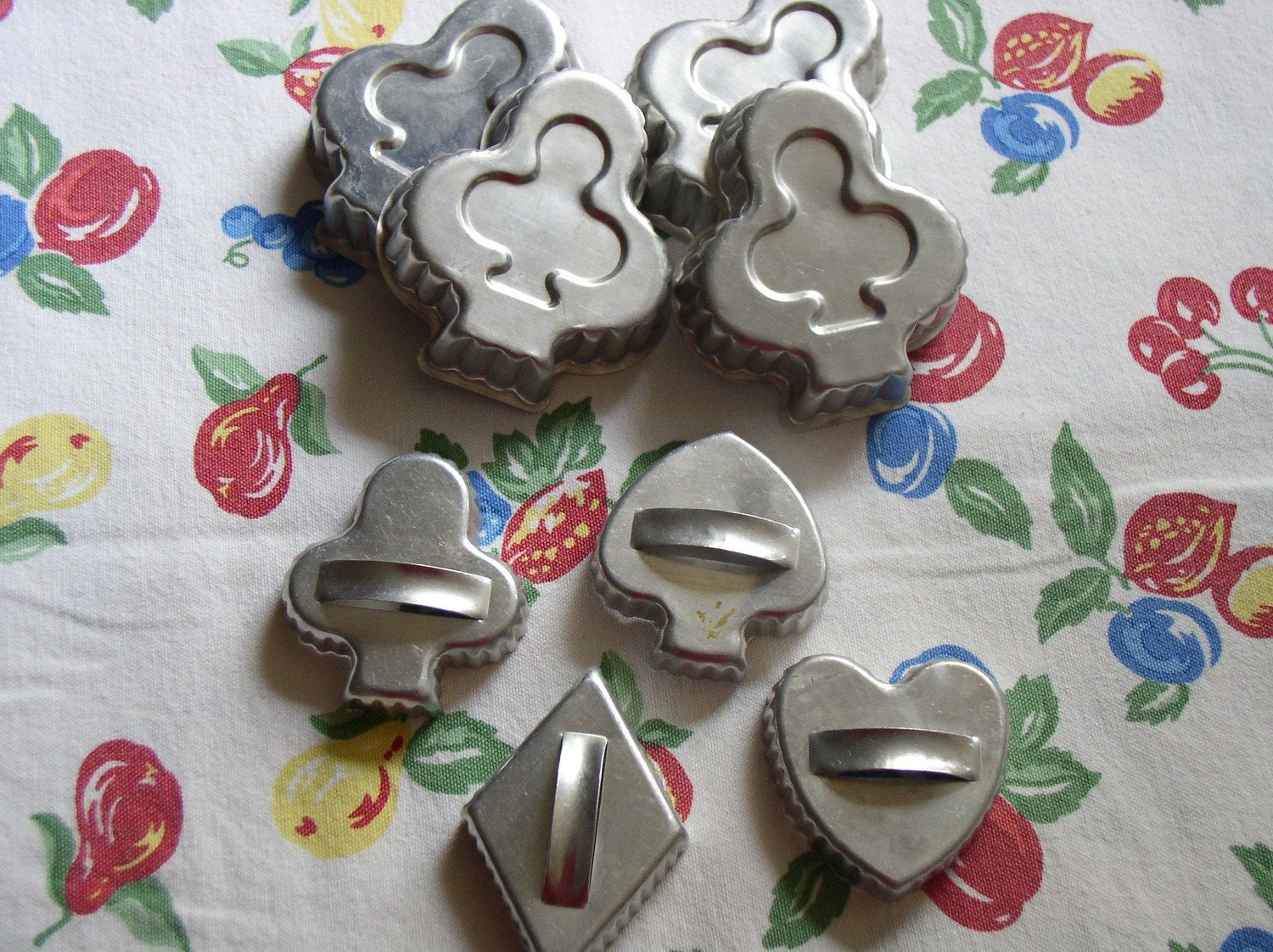 Vintage cookie cutters tin bridge shaped molds set 8 for Canape bread mold set