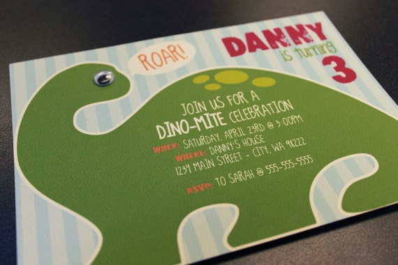 12 Dinosaur Birthday Invitations w/envelopes