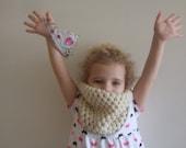 A Beautiful Cream Crochet Children Neckwarmer