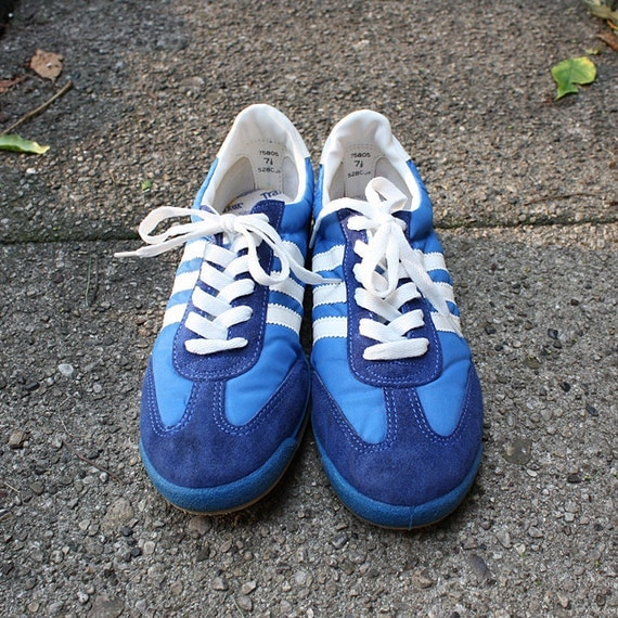 Vintage Blue Trax Running Sneakers - size 7.5