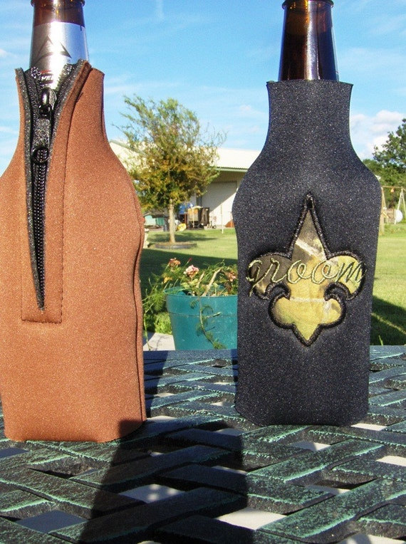 CLEARANCE Black Neoprene Insulated Bottle Cover with Groom and Mossy Oak Camouflage Fleur De Lis Applique