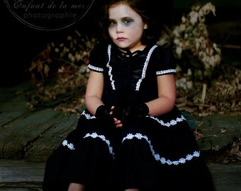 Gothic Daisies Dress Size 4yrs
