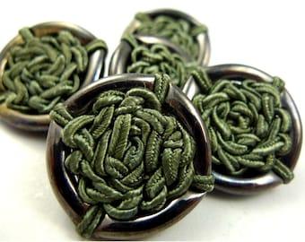 Buttons, green thread 5pcs