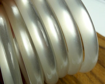 Bangle, moonglow like lucite 1pc