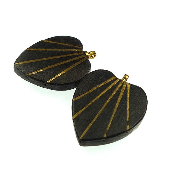 Beads, heart shaped wooden