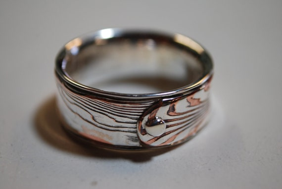 Fine Silver/Copper mokume gane ring with woodgrain with sterlingsilver liner and rivet.