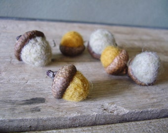 Wool acorns, set of 6, Light Grey and Saffron Yellow, modern woodland home, autumn home accent, thanksgiving table decor, yellow felt acorn
