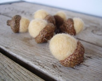 Felted wool acorns, set of 6, Pastel Sherbet Yellow, for spring decoration, pastel Easter decor, Easter gifts under 20, yellow wool acorn