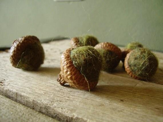 Felted wool acorns, set of 6, Mossy Green, for fall table decor, woodland decoration, waldorf children, montessori school, green wool acorns