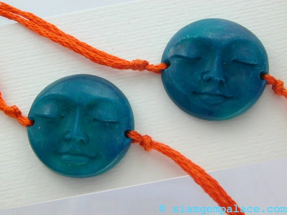 SLeePY Face 2 Hole Chocker / Bracelet  Focal Beads UnUsUaL BLUE Bone  Hand Carved 20mm  2 pcs (ref.ct bc108b)
